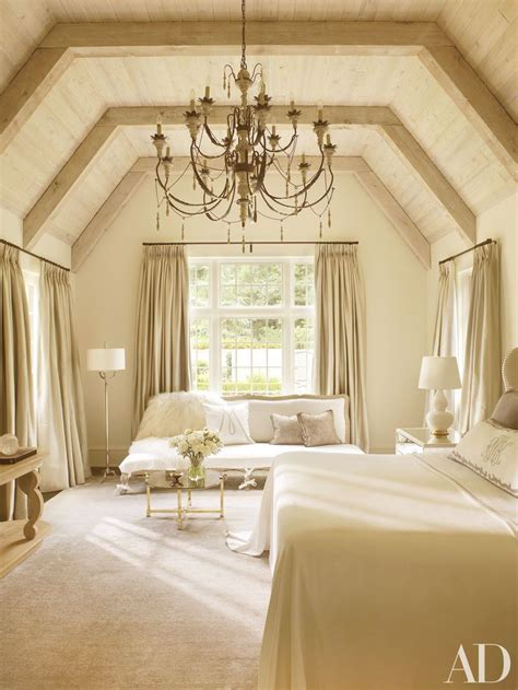 vaulted ceiling bedroom 25 best ideas about vaulted ceiling bedroom on pinterest