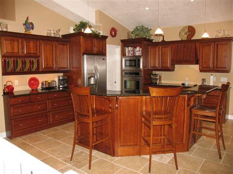 Cabinets: Maple   Cognac / Countertops: Granite   Ubatuba