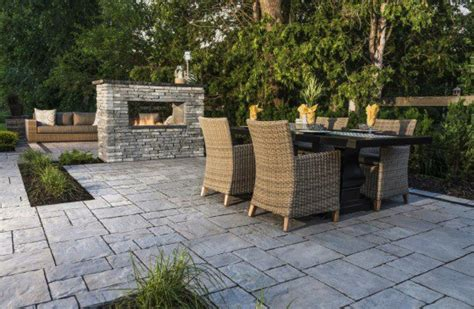Patio Design Ideas: Using Concrete Pavers for Big Backyard