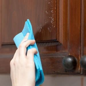 how to clean kitchen cabinet doors the easy way to clean grease from kitchen cabinet doors zergnet