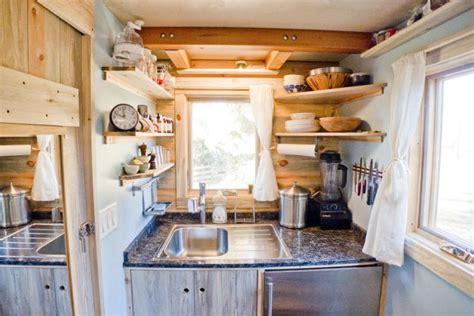 tiny house kitchen design dise 241 o de peque 241 a casa rodante de madera y dise 241 o de