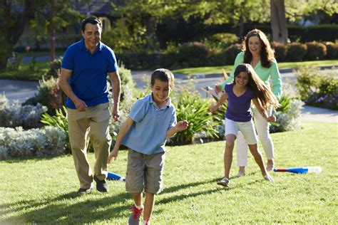 family backyard games trugreen helps america livelifeoutside with tips and
