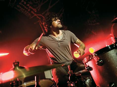 guitar lesson queens of the stone age joey castillo talks punishing schedules with qotsa and