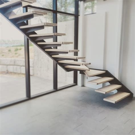 Balcony Railing self support cantilevered steel stairs with glass railing