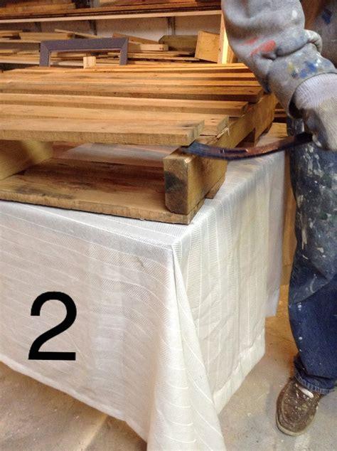 Table Basse Palette Bois by Recouvrir Une Table Basse En Bois De Palette D 233 Conome
