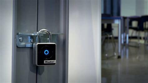 iphone bloqué cadenas master lock il lucchetto bluetooth che si apre con iphone
