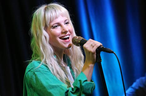Hayley Williams Paramore 1 sza praises paramore s cover of 20 something in concert
