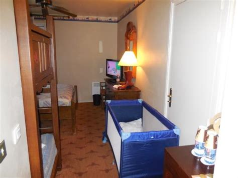 chambre hotel cheyenne chambre commode et t 233 l 233 picture of disney s hotel