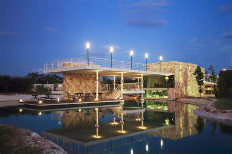 entrada clubhouse casa club punta lago seijo peon arquitectos archdaily