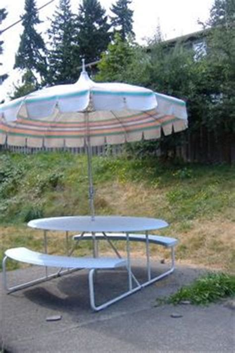 Craigslist Patio Umbrella by Vintage Outdoor Furniture On Wrought Iron