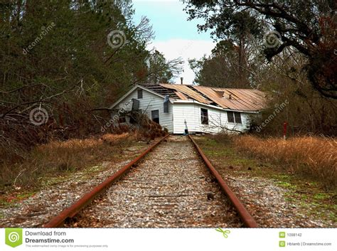 house by the railroad house on railroad tracks stock photography image 1098142