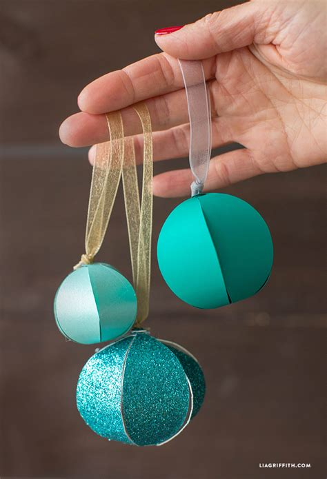 picture of simple round shaped ornaments
