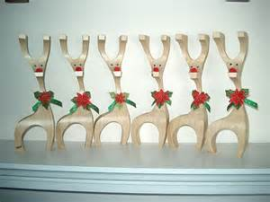 Holiday Arts And Crafts For Toddlers - wooden christmas crafts happy holidays