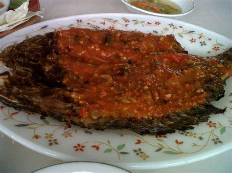 Minyak Cengkeh Cap Kakak Tua ambon kuliner dan souvenir lilianpsp