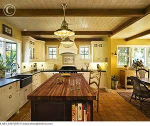 Spanish Style Kitchen Cabinets by Contrasting Countertops Spanish Style Pinterest