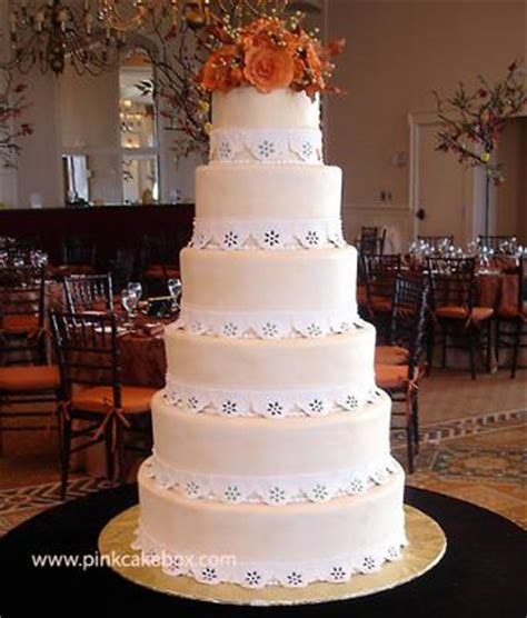 how to stack tiered cakes