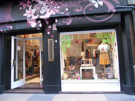 imagenes de tiendas escolares fachada tienda con pintura como tribal rosa fachadas