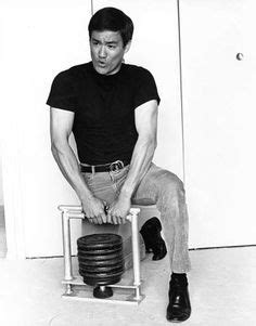 Machine Bench Press Vs Bench Press Bruce Lee Isometrics Grip Machine 2
