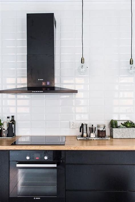 cuisine mur noir 1001 id 233 es cuisine noir mat et bois 233 l 233 gance et sobri 233 t 233