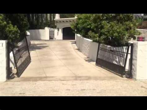 swinging on a gate uphill swinging driveway gates youtube