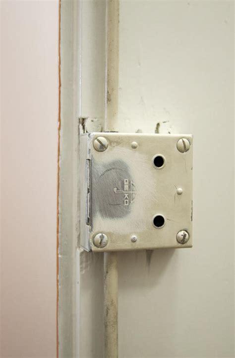 Closet Door Magnets Magnet Applications Closing A Closet Door With Magnets Supermagnete