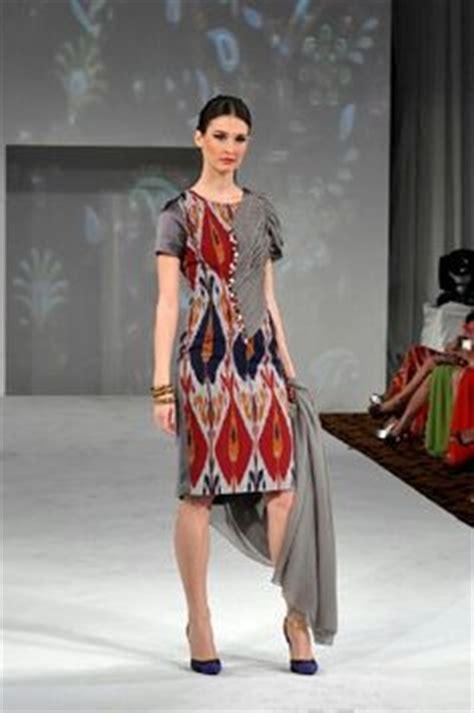 desain dress kain tenun 1000 images about things to wear on pinterest kebaya