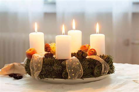 decorar velas para navidad centros con velas para navidad hogarmania
