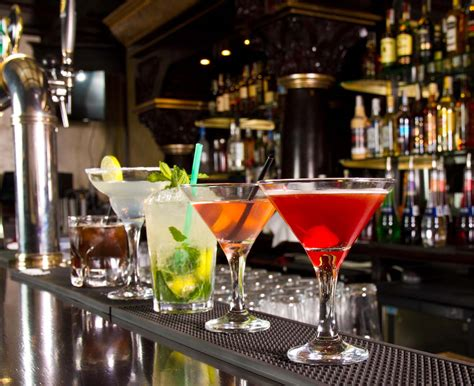 Top Mixed Drinks To Order At A Bar by How To Order A Drink In A Chain Restaurant