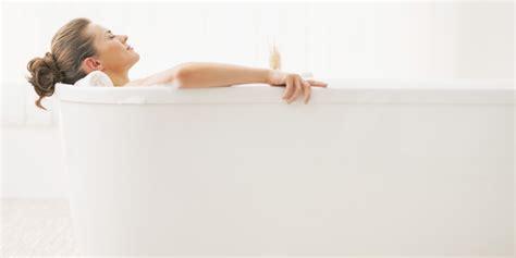 women bathtub lobster pot bath