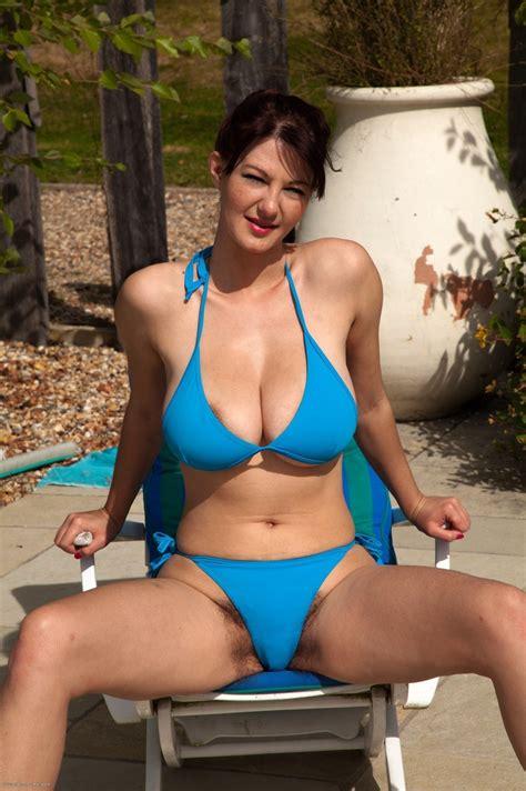 pubic hair showing wearing bathing suit female pubic hair bathing suit pics cleavagetweet bikini