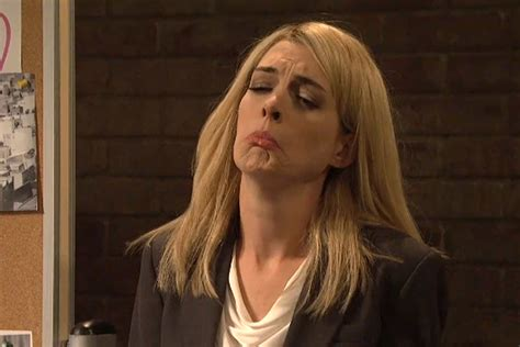 claire danes snl today in tv history anne hathaway ugly cried as claire