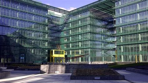 sede centrale vodafone banco sabadell vende la sede de vodafone en madrid por 117