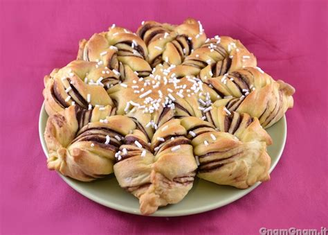 fiore di brioche alla nutella fiore di brioche alla nutella la ricetta di gnam gnam