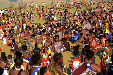 party themes umhlanga swazi girls attend umhlanga the annual reed dance