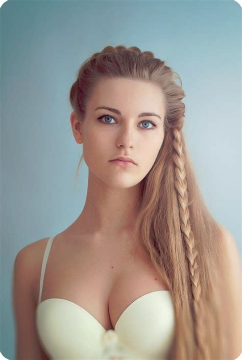 Long Hairstyle Keep Hair Away From Face   girls in vogue trendy hairstyles hot fashion