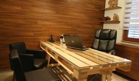 zelf een buro maken bureau pallets maken 3d bouwtekening en voorbeeld