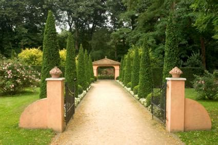 italian style backyard tuscan style landscape design lovetoknow