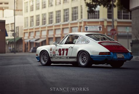 magnus walker porsche wheels video magnus walker con su 911 se come un cami 243 n y