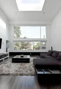 modern minimalist living with flexible open spaces on va vous guider dans le choix de la petite table basse