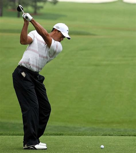 the best golf swing ever can i bend my elbow and still hit the ball well