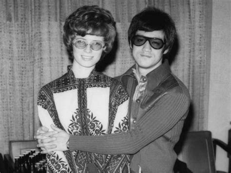 Bruce Lee Linda Lee Biography | how is linda lee related to bruce lee know about her love