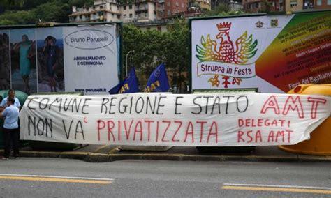 sede amt genova sciopero trasporto pubblico presidio davanti a sede amt