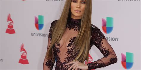 what does thr wob hairstyle look like what jennifer lopez does to make 47 look 27 delish com