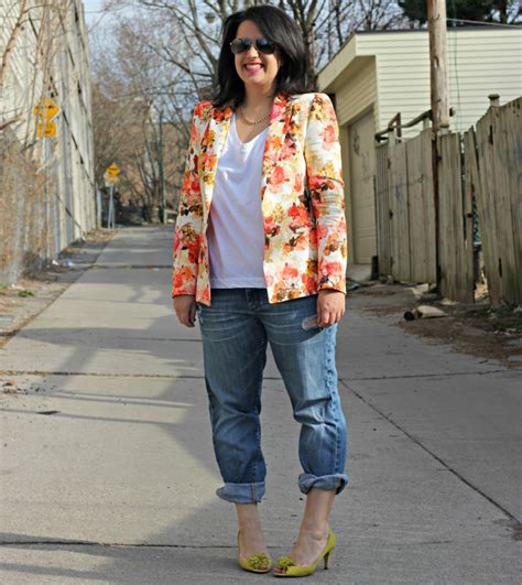 what to wear with light wash jeans how i wear light wash denim chic everywhere
