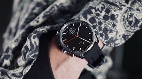 futuristic smartwatch classy