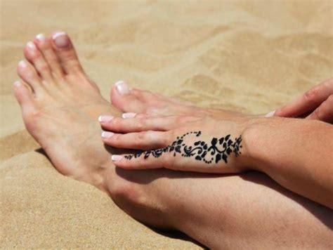 de la mano de 8416601070 tatuajes en la mano fascinantes elegantes y hermosos dise 241 os para los amantes de la tinta en