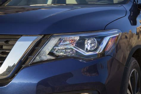 2017 Nissan Pathfinder Led Headlights by 2017 Nissan Pathfinder Seven Things To Automobile