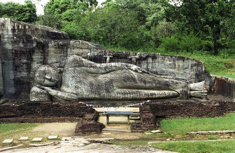reclining buddha sri lanka file gal vihara reclining image js jpg wikimedia commons