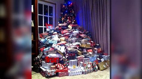 picture of christmas tree presents goes viral nbc 5
