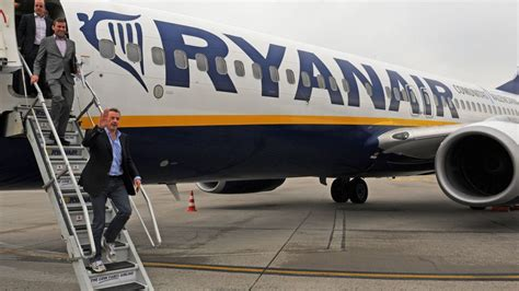 aerei ryanair interni des pilotes quot 224 bas prix quot chez ryanair un pilote t 233 moigne